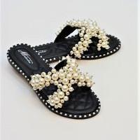 Black pearl sandals